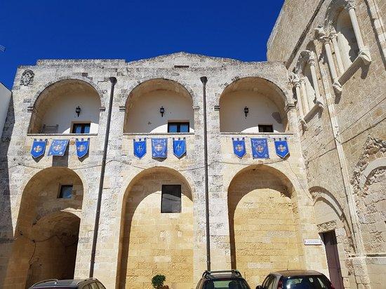Palazzo vescovile castro