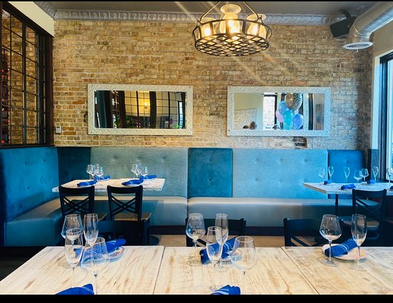 Safe dining experience at Le Sud. Spaced tables, high ceiling, great ventilations, open windows, body temperature check, masks. We do what ever it takes to ensure you a safe and enjoyable dining experience. #lesudchicago #lesudroscoevillage #safedining #safediningout