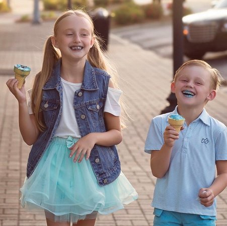 Metter, GA: Kids enjoying a Scrumptious ScoopS Ice Cream Cone