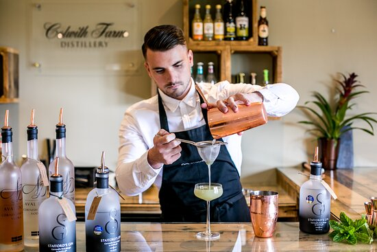 Lanlivery, UK: Our In house Mixologist crafting the perfect serve cocktail.