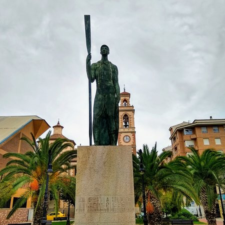 El Grao, España: Monument to fishers