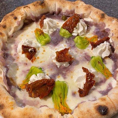 Telgate, İtalya: Le nostre pizze con farcitura i qualità..