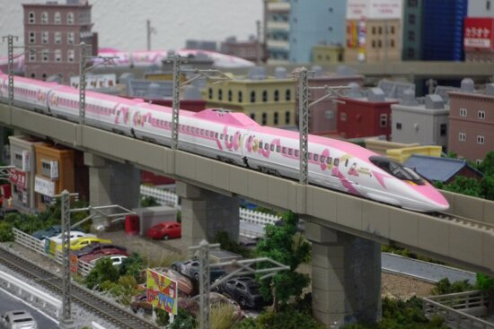 Taito, Japonia: ロクハン東京ショールームは1/220スケールの鉄道模型規格「Zゲージ」専門のショールームとして2017年にオープンいたしました。 各種製品をご購入いただくことも可能です。