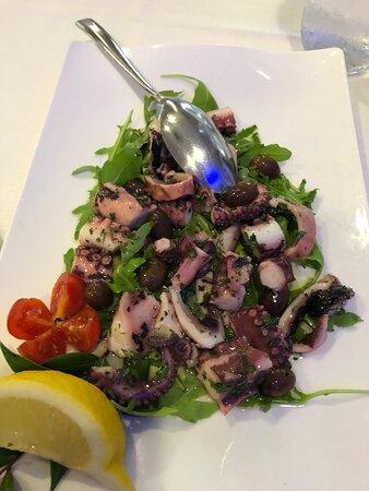 Salade de poulpe, moules, carpaccio de thon, saumon... magnifiques produits de la mer !