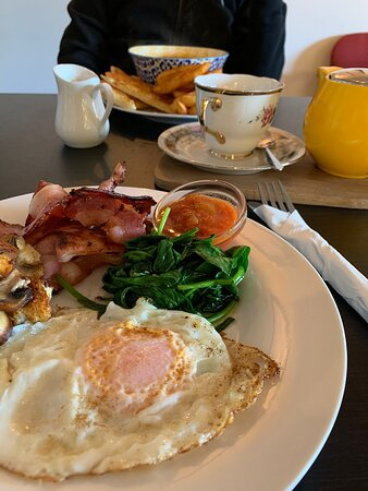 Windermere, ออสเตรเลีย: Great Food! Breakfasts, soups, Sunday roasts & GREAT chips!
