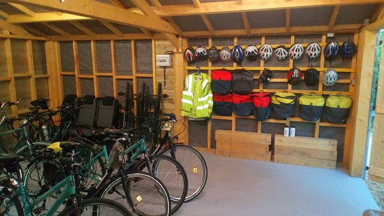 Parcay-les-Pins, Frankrig: Choice of hire bikes: hybrid, road, e-bikes
