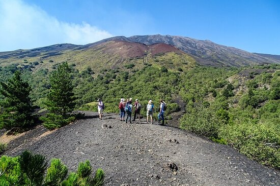 Trekking Etna, caves and craters