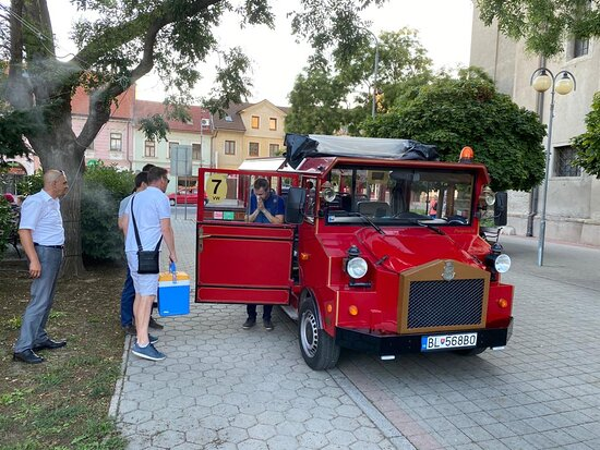 ‪‪Old Town Tour in Bratislava by Prešporáčik Oldtimer‬: We chartered Presporacik-Oldtimer from Tour4U for our transfer. They were differently sized ones, we chose the one for 10 pax.‬
