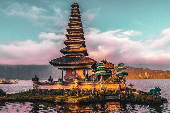 Templo do lago Beratan, portão de Bali...