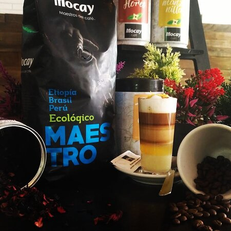 Somos maestros del café y tenemos el unico en toda la isla, el café mocay 100% ecológico de Etiopía. Delicioso❤️☕