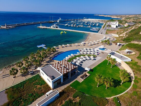 Yeni Erenkoy, Kypros: The first international standard marina in North Cyprus, Karpaz Gate Marina offers award-winning facilities and services, plus a recognised RYA Training Centre, meticulously developed to fulfil the expectations of sailors from across the world.
