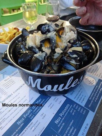 Saint-Germain-Sur-Ay, France : Moules normandes : cuisson parfaite.