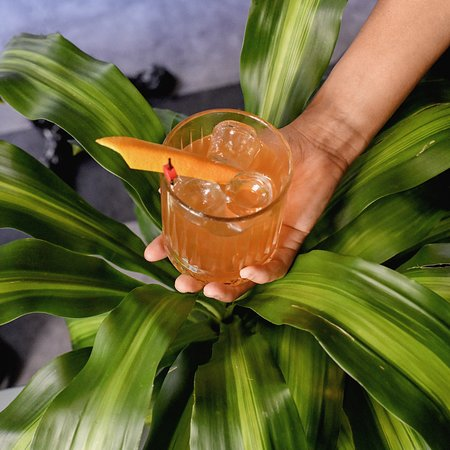 Il nostro French Fashioned : Sciroppo artigianale a base di miele, tè verde, bitter al cioccolato e Cognac Courvaisier