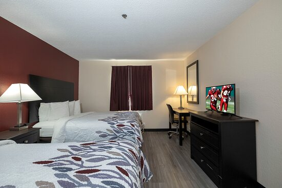 Red Roof Inn & Suites Pensacola - NAS Corry: Guest room