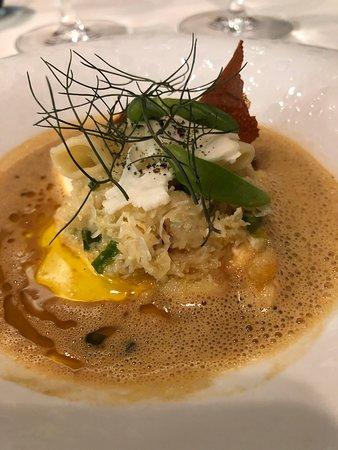Tortelloni van noordzeekrab-geitenkaas-bloemkool-Thaise curry