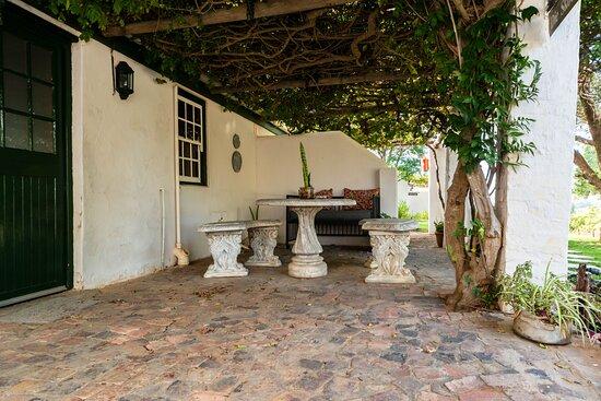 Vredendal, South Africa: Skooltjie seating area