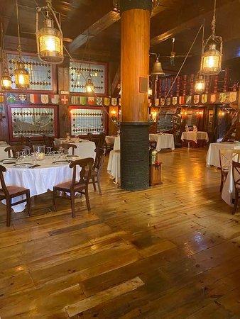 Los Angeles de San Rafael, ספרד: Restaurante el Galeón, salón principal