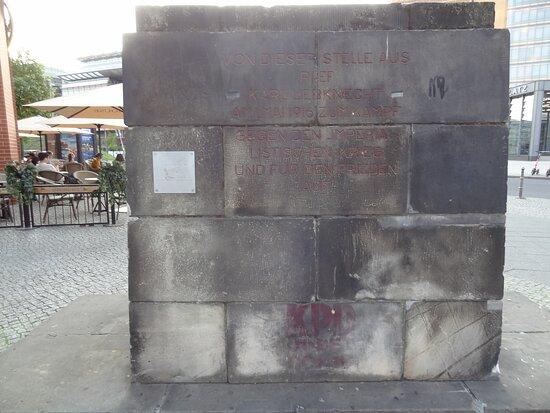 Liebknecht Denkmal Sockel