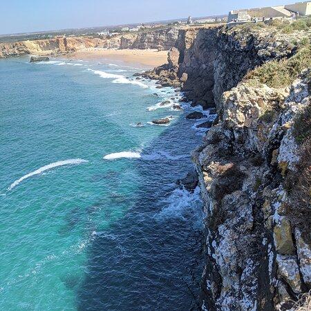 Cape Saint Vincent, Portugal: Cabo San Vicente. CRÓNICAS VIAJERAS. El mar se extiende hasta el infinito en una plancha metálica azul más allá del Cabo de San Vicente