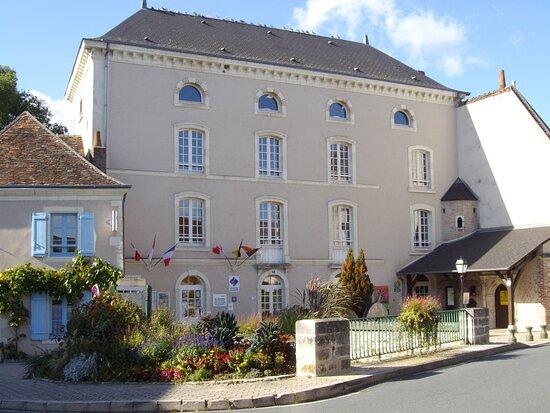 """Mézières-en-Brenne, France : Le Moulin, gite d'étape et de groupe. Office du Tourisme """" Destination Brenne""""."""