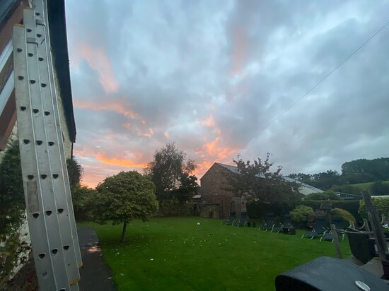 Eamont Bridge, UK: Sunset in the evening from the back garden