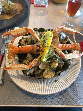 Veulettes-sur-Mer, Ranska: artichaut, fruits de mer flambé au calvados