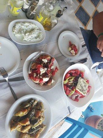 """Eine perfekte liebevolle Taverne am Hafen... Urig und fantastisches Essen für einen kleinen Preis... Absolut ein """"muss"""" Typisch griechisch.."""