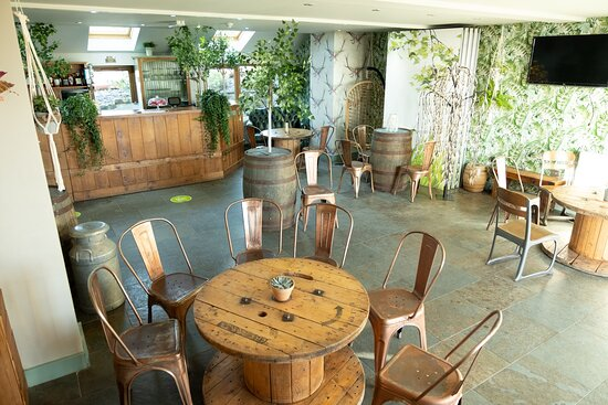 Edgworth, UK: Updated Wheatsheaf Bar