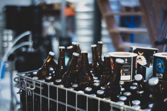 Ile d'Yeu, France: Bières en vente en direct à la brasserie.