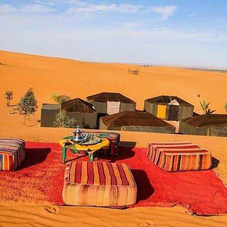 Celui qui ne connaît pas le silence du désert, ne sait pas ce que c'est le silence. 🐪🇲🇦   Toursma Travel &Tourism meilleur choix pour visiter le Maroc. Voyage organisé Merzouga Maroc. voyage privé au Maroc authentique.