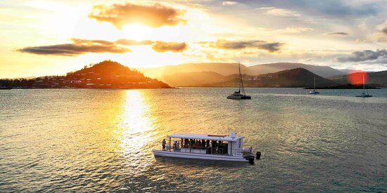 Sundowner Cruises, the original Whitsunday sunset cruise, is the best way to enjoy the Whitsunday sunset and the lights of Airlie Beach from the water