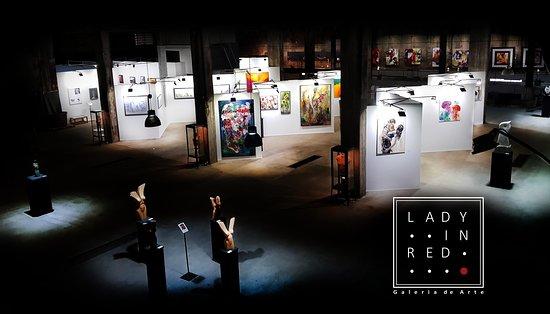 Lady in Red - Galeria de Arte