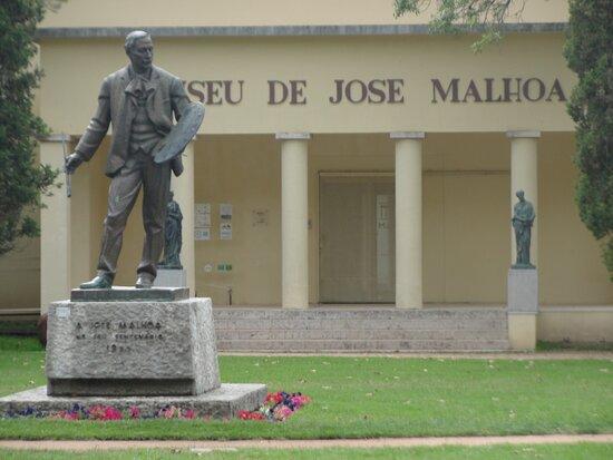 Estatua de Jose Malhoa