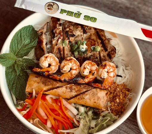 Grilled Chicken, Shrimps and Spring Rolls on Vermicelli