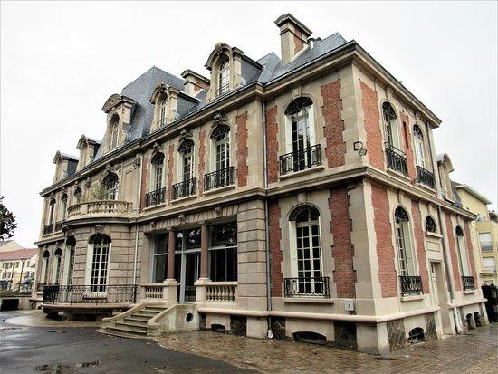 L'Hôtel de ville dit château Frappart