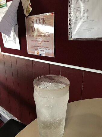 Meekatharra, Úc: Drinks served nice and cold