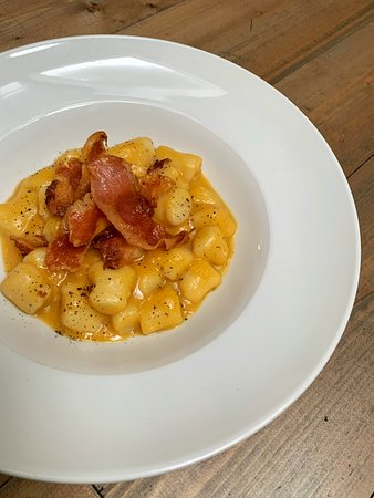 October, the pumpkin! Handmade potatoes gnocchi with pumpkin cream and crispy bacon. The right balance between sweet and salted. Book your table before 8:30 pm, we'll be open till 10:00 pm.