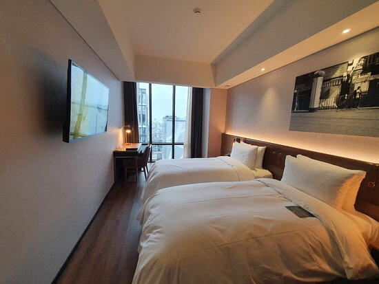 What a recommendable place to stay under wonderful room condition and super friendly staffs.