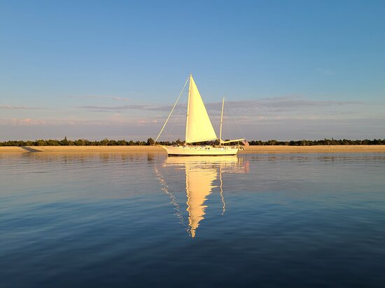 Greenport, NY: Peacefully sailing along at sunset