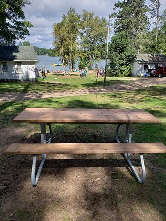 Emsdale, Canada: Each cottage has a picnic table to enjoy meals at