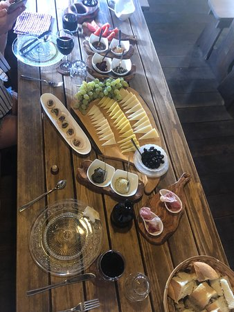 Skrip, Hrvatska: Delicious spread of wines, cheeses, meats, marmalades, tapenades and of course fantastic homemade olive oil.