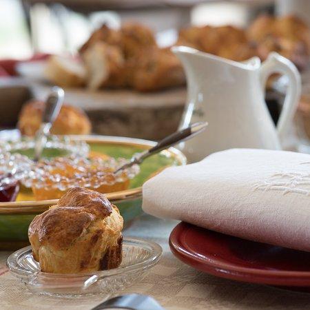 Cervieres, França: Détail du petit déjeuner