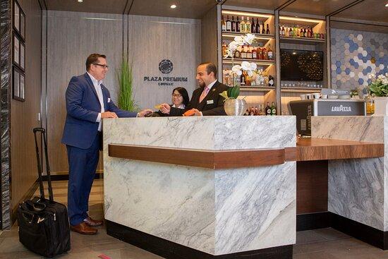 Plaza Premium Lounge DFW Terminal E
