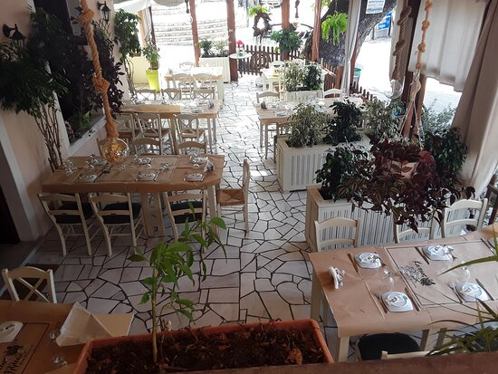 Ano Lechonia, Grécia: Κάπως Αλλιώς
