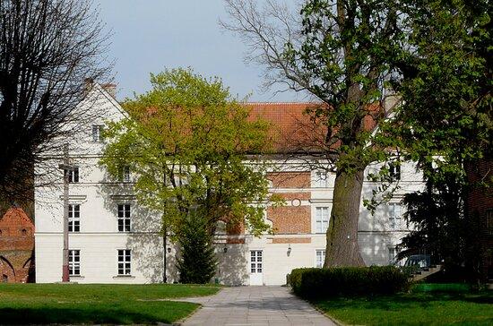 Głównym budynek Muzeum Mikołaja Kopernika we Fromborku- dawny pałac biskupi.