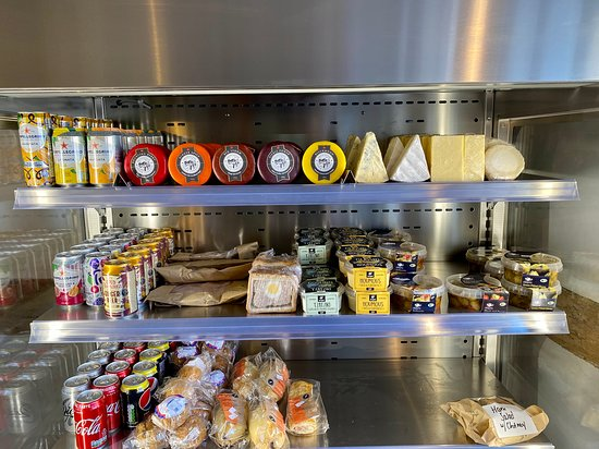 Ashleworth, UK: Delicatessen of local produce and cuisine