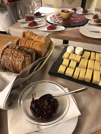 Aperitivo richiesto per la nostra visita. Ottimi i formaggi.