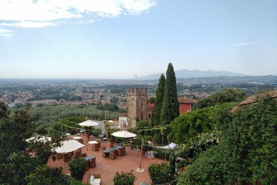 Buggiano Castello, Italie : La terrasse pour l'apéro et le dîner