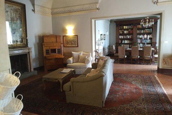 Buggiano Castello, Italie : Le salon de la villa