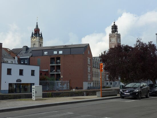 ‪Town Hall and Belfry‬